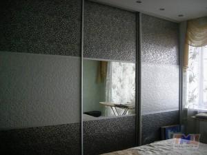 Фото. Шкаф-купе на 3 двери с кожей и зеркалом ШК10