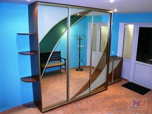 Фото шкафа-купе с зеркальными вставками ШЗ09
