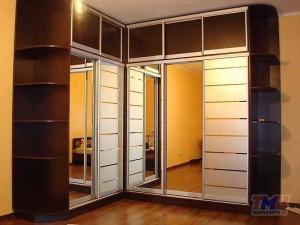 Угловой шкаф-купе на пять дверей