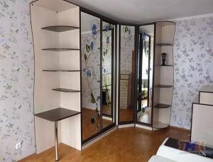 Угловой шкаф-купе в спальню