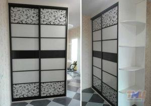 Фото шкафа-купе с двумя комбинированными дверьми.